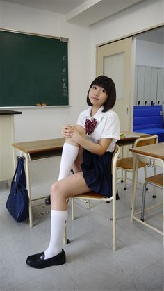 Japanese School Uniform Girl, School Girl Japan, All Girls School, School Girl Dress, Beautiful Japanese Girl, Beautiful Asian Women, School Uniform Outfits, Botas Sexy, Sexy Socks