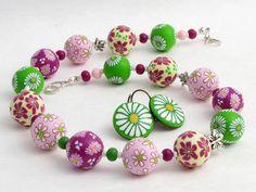 * April * Kette Polymer Clay Perlen Desi... von filigranDesign        Künstler-Perlen und Schmuck aus Polymer clay und Fimo auf DaWanda.com