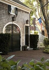 Garage for French house Sweet Southern Charm ⚓. Paint garage doors & exterior patio french doors black with white trim! Interior Exterior, Exterior Paint, Exterior Design, Exterior Colors, Garage Exterior, Garage Entry, Exterior Shutters, Barn Garage, Black Exterior