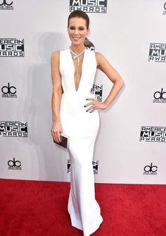 """Kate Beckinsale was white hot in a plunging Kaufmanfranco gown and sexy Bulgari """"Serpenti"""" necklace."""