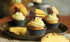 Pyszne babeczkijogurtowe zkremem śmietankowym iananasem Miss Cupcake, Cupcakes, Food, Pineapple, Cupcake, Essen, Muffin, Yemek, Muffins
