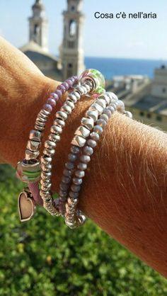 Bracciali realizzati con filo in acciaio armonico, lycra colorata, perline in argentone greco, cristalli e murrine.