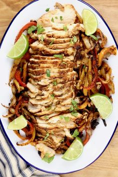 Grilled Chicken Fajitas are the most flavorful and delicious fajitas that you can make. Easy to feed a crowd or to meal prep for busy weeknights. A restaurant favorite that you can make even better in your own backyard. Thin Sliced Chicken, Smoked Chicken, Bbq Chicken, Grilled Chicken Fajitas, Grilled Chicken Recipes, Homemade Barbecue Sauce, Homemade Salsa, Grilled Vegetables, Chicken And Vegetables