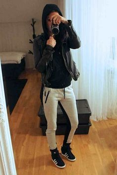 55 super ideas for how to wear adidas superstar outfit leather pants Look Fashion, Autumn Fashion, Fashion Outfits, Fashion Trends, Pastel Outfit, Sporty Chic, Sporty Look, Adidas Superstar, Superstar Outfit