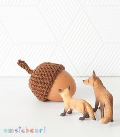 Acorn Egg Cozy - omstebeurt #crochet #easter