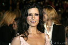 16 cosas que no sabías de Catherine Zeta Jones #CatherineZetaJones… http://www.cubanos.guru/16-cosas-no-sabias-catherine-zeta-jones/