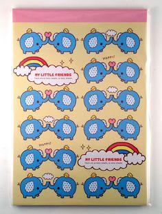 """""""My Little Friends"""" inneholder 64 brevark i ulike design med kjempesøte elefanter på! Mitt cover ser annerledes ut, men innholdet er likt. :-)"""
