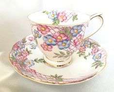 Vintage Royal Albert floral tea cup and saucer Vintage Tableware, Vintage Teacups, Antique Tea Cups, Coffee Accessories, China Cups And Saucers, Bone China Tea Cups, Cuppa Tea, Tea Cakes, Chocolate Pots
