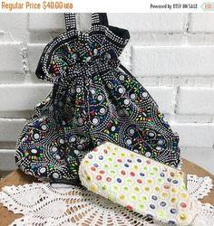 50% OFF 2 Hong Kong Beaded Vintage Shoulder Bags Purse, by TheOldJunkTrunk on Etsy https://www.etsy.com/ca/listing/498039486/50-off-2-hong-kong-beaded-vintage
