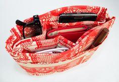 DIY purse organizer keeps your purse organized