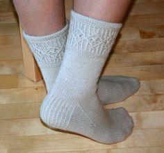 Down 01 tenths - Help - Almond Crochet Socks, Knitting Socks, Knit Socks, One Color, Colour, Yarn Colors, Mittens, Slippers, Hats