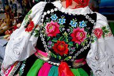 Needlework on the back of Polish folk costume (Łowicz) Poland Costume, Polish Embroidery, Norwegian Clothing, European Costumes, Polish Clothing, Polish Wedding, Polish Folk Art, Folk Dance, Clothing And Textile