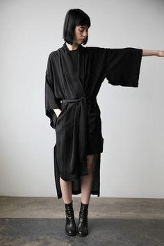Minimalist Fashion - My Minimalist Living Best Street Style, Street Style Outfits, Looks Street Style, Dark Fashion, Minimal Fashion, Fashion Looks, Japanese Fashion, Asian Fashion, Style Asiatique