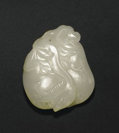 JP: A FINEWHITE JADEPENDANTOFTWO PODS, CHINA, QING DYNASTY, 18TH CENTURY