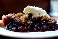 Recipe of the Day: Blueberry crumble (Crumble de Mirtilos) - Easy Brazilian Recipes Blueberry Crumble Pie, Pie Crumble, Trifle, Sin Gluten, Gluten Free, Yummy Treats, Yummy Food, Just Eat It, Portuguese Recipes