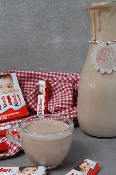 Heute gibt es eine kleine Sünde. Kinderschokolade Likör selber machen mit wenigen Zutaten. Das klingt köstlich!  #Kinderschokolade #Likör #KinderschokoladeLikör Chef Recipes, Easy Peasy, Glass Of Milk, Party Ideas, Chocolate, Nutella Recipes, Kid Recipes, Kinder Chocolate