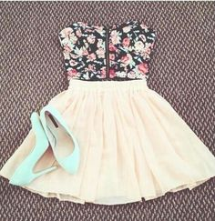 floral bustier with pleated skirt. I'd put a white shirt under the floral bustier thing.And i probably wouldn't wear the shoes unless they were flats. Cute Fashion, Teen Fashion, Fashion Outfits, Womens Fashion, Dress Fashion, Fashion Heels, Spring Fashion, Fashion Shirts, Fashion Pics