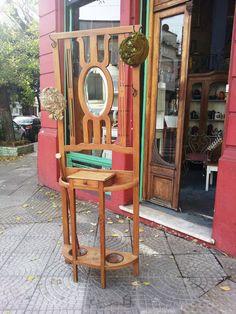 Antiguo Perchero Recibidor en Roble con Espejo Biselado. Encontrara valor en www.unviejoalmacen.com.ar