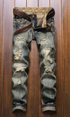 *Online Exclusive* Mens straight leg ripped jeans