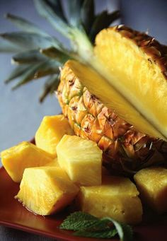 The Food Pantry- just cut a lovely juicy pineapple to eat. Fruit And Veg, Fruits And Vegetables, Fresh Fruit, Fruit Food, Food Fresh, Fresh Water, Pineapple Health Benefits, Fruit Gifts, Fruit Photography