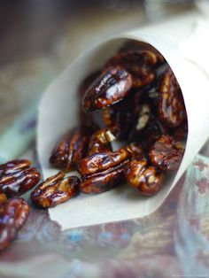 Super easy gluten-free recipe perfect for gifting, or a sweet quick-fix. Pecans candied in maple syrup, maple sugar, or use coconut sugar. Vegan Sweets, Vegan Snacks, Vegan Desserts, Dessert Recipes, Party Recipes, Vegan Cake, Paleo Dessert, Vegan Food, Free Recipes