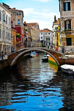 Venice Travel, Italy Travel, City Landscape, Landscape Paintings, Places To Travel, Places To Go, Venice Painting, Travel Aesthetic, Oeuvre D'art