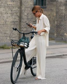 These Emerging Trends Will Dictate What's in Style for the Next 6 Months - - Who What Wear editor Erin Fitzpatrick breaks down the biggest trends from Copenhagen Fashion Week street style. Street Style Trends, Looks Street Style, Looks Style, Street Styles, Danish Street Style, Stockholm Street Style, Wide Leg Pants Street Style, Street Style Women, My Style