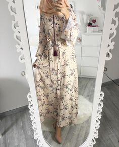 Likes, 29 Comments - Ebru ( on I. Hijab Fashion Summer, Abaya Fashion, Modest Fashion, Fashion Outfits, Modest Dresses, Modest Outfits, Dress Outfits, Hijab Style, Hijab Chic