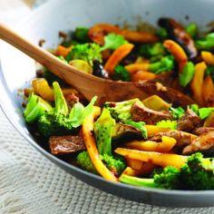 Jamie Oliver brocoli salad with asian dressing Beef With Broccoli Recipe, Broccoli Beef, Broccoli Recipes, Beef Kabob Recipes, Stir Fry Recipes, Cooking Recipes, Stir Fry Ginger, Ginger Beef, Jamie Oliver