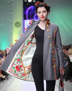 Sewing And Design School ( sur In Mode Russe, Fashion Details, Fashion Design, Couture Sewing, Embroidered Clothes, Mode Inspiration, Sewing Clothes, Refashion, Designer Dresses