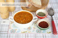 Ezogelin Çorbası Tarifi - Malzemeler : 1/2 çay bardağı kırmızı mercimek, 1/2 çay bardağı pirinç, 1/2 çay bardağı pilavlık bulgur, 1 adet orta boy soğan, 1 yemek kaşığı domates salçası, 1 tatlı kaşığı toz biber, 1 yemek kaşığı tereyağ, 1 yemek kaşığı sıvı yağ, 6-7 bardak su/tavuk suyu, 1 tatlı kaşığı un, Tuz, nane, kekik.