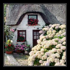Thatched cottage in Bretagne, France ♕ Une Belle Maison en Bretagne by © Valter Venturelli Fairytale Cottage, Storybook Cottage, Garden Cottage, Little Cottages, Cabins And Cottages, Cute Cottage, Cottage Style, French Cottage, Cottage Living