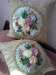 Wonderful Ribbon Embroidery Flowers by Hand Ideas. Enchanting Ribbon Embroidery Flowers by Hand Ideas. Hand Embroidery Art, Creative Embroidery, Silk Ribbon Embroidery, Embroidery Patterns, Ribbon Art, Ribbon Crafts, Sewing Crafts, Sewing Projects, Sewing Case
