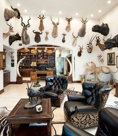 Turning Your Basement into the Ultimate Man Cave Can Be Fun - Man Cave Home Bar Boys Hunting Room, Decor Interior Design, Interior Decorating, Hunting Cabin Decor, Hunting Shop, Taxidermy Decor, Faux Taxidermy, Media Room Design, Gun Rooms