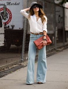70s style - wide leg jeans, loose tunic, envelope purse and resort wear floppy hat