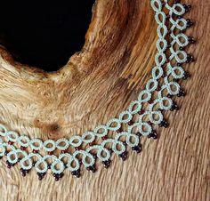 Chic creme collar necklace. Handmade tatting lace bib