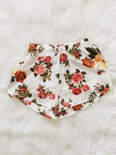 Floral printed short. 100% Polyester Made in China