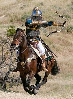 "Not a steppe nomad, but a great example of the ""Parthian"" shot that the Mongols prefected and used. -Sassanid Persian Cavalry - Parthian Shot - Sassanian Archer in Four Horn Saddle Medieval Armor, Medieval Fantasy, Ancient Armor, Mounted Archery, Sassanid, Ancient Persia, Dark Ages, Byzantine, Military History"