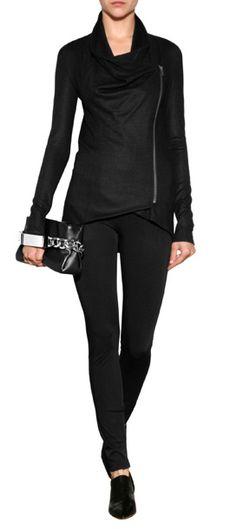 Viel mehr als ein Basic - der drapierte Cardigan mit Schalkragen von Helmut Lang gibt unseren Looks eine entspannte Easy-Chic-Attitüde #Stylebop