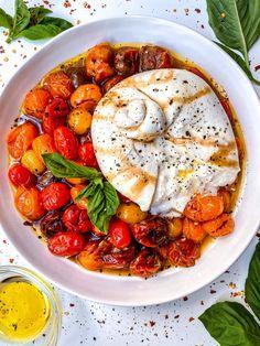 OVEN ROASTED TOMATOES & BURRATA SALAD RECIPE - Everything Delish Burrata Salad, Burrata Cheese, Vegetarian Recipes, Cooking Recipes, Healthy Recipes, Appetizer Recipes, Salad Recipes, Tomato Appetizers, Gourmet