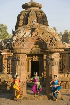 Dancers ~ Bhubaneswar, Orissa, India (Photo by Jim Zuckerman)