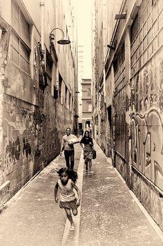 Melbourne - this photo is absolutely beautiful Melbourne Suburbs, Melbourne House, Melbourne Victoria, Victoria Australia, Old Photos, Vintage Photos, Melbourne Laneways, Historical Images, Melbourne Australia