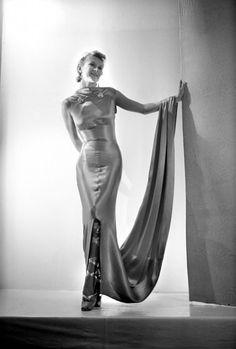 * Robe du soir collection 1937 - Schiaparelli photo Lipnitzki