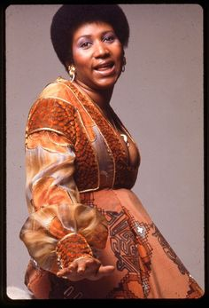 Portrait of American singer and musician Aretha Franklin, Get premium, high resolution news photos at Getty Images Music Icon, Soul Music, Angelina Jolie Style, Vintage Black Glamour, Soul Singers, Gone Girl, Aretha Franklin, Songs To Sing, American Singers