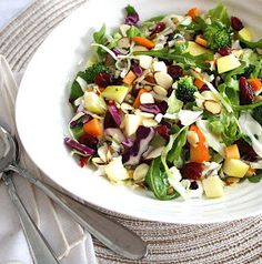 Inspired Edibles: Cleansing Winter Salad with a Maple-Ginger Vinaigrette Salad Recipes Video, Gf Recipes, Healthy Salad Recipes, Raw Food Recipes, Candy Recipes, Healthy Treats, Healthy Foods, Eating Raw, Clean Eating