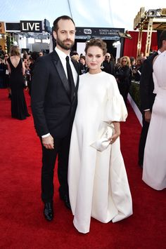 SAG Awards 2017 - Benjamin Millepied and Natalie Portman in Christian Dior Couture and Tiffany & Co. Fashion 2017, Star Fashion, Daily Fashion, Celebrity Babies, Celebrity Style, Sag Awards, Awards 2017, Beautiful Dresses, Nice Dresses