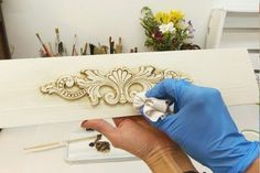 Betun dde Judea. Te pasamos los tips para usarlo de la manera correcta Hand Painted Furniture, Art Furniture, Furniture Makeover, Recycled Crafts, Diy And Crafts, Arts And Crafts, Deco Paint, Woodworking Basics, Furniture Restoration