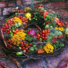 Herbst – ingdeluxe – Autumn – ingdeluxe – Related posts: diy / autumn decoration Autumn entry way display boxes autumn leaves pumpkin plaid cooler old antique Roof tiles with decoration and the autumn is Autumn decoration: chestnut wreaths and other ideas Diy Fall Wreath, Autumn Wreaths, Fall Diy, Holiday Wreaths, Wreaths And Garlands, Diy Garland, Ab Ins Beet, Hydrangea Wreath, Fall Flowers