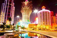 マカオのカジノ、夜はネオンがきらめいて綺麗。マカオ 観光・旅行の見所!