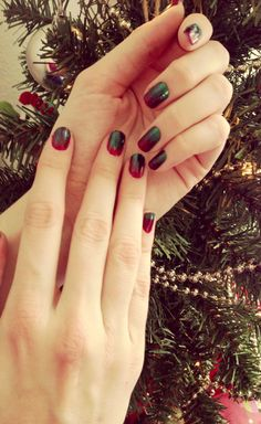 Christmas Ombre:  http://nailsfornickels.com/nails-this-week-christmas-ombre/